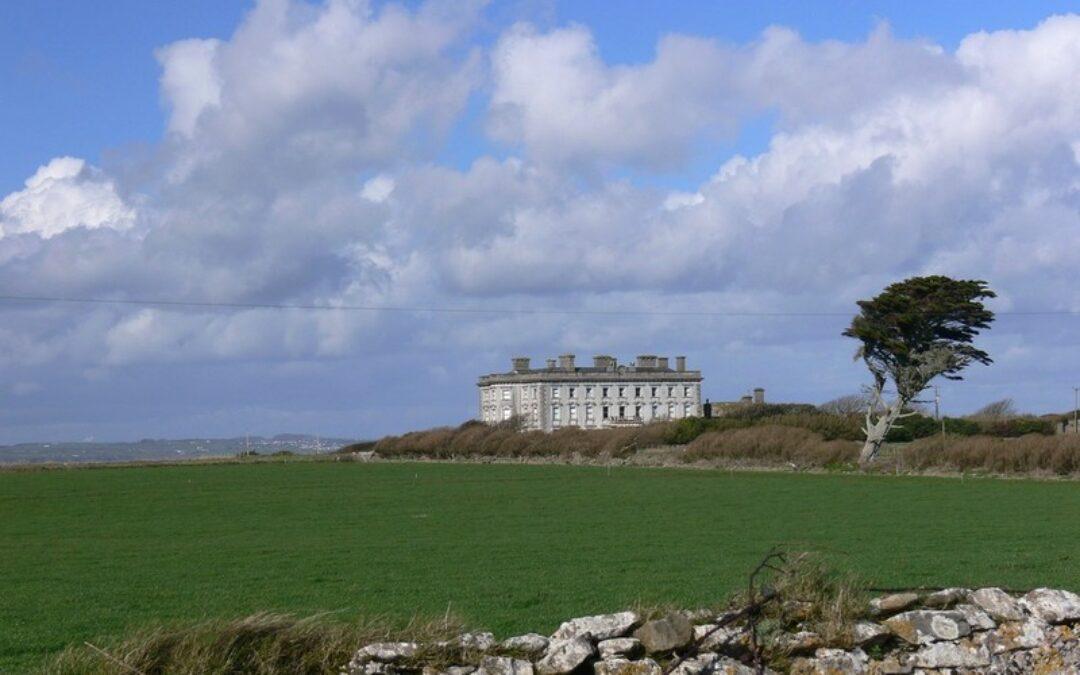 Vendesi antica dimora irlandese con 22 camere da letto… e qualche fantasma